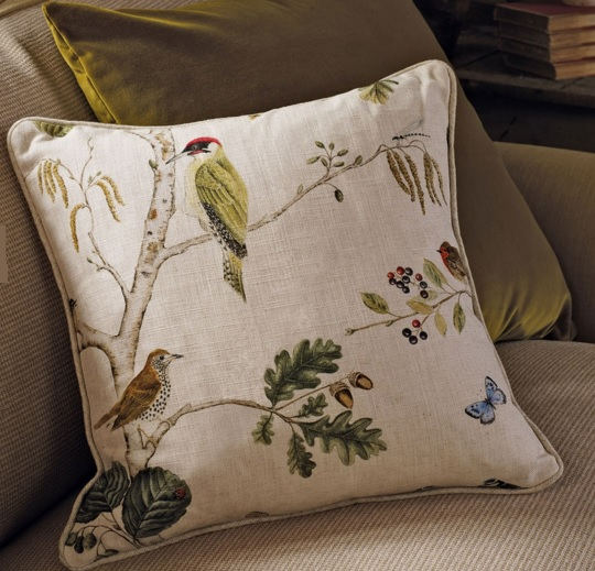 SANDERSON UK WOODLAND CHORUS linen multi 3 Herbst Wald Bäume Vögel creme La Cassetta