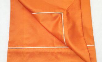 Tischdecke mit Ansatz und Biese SATIN orange Steen Design La Cassetta 2