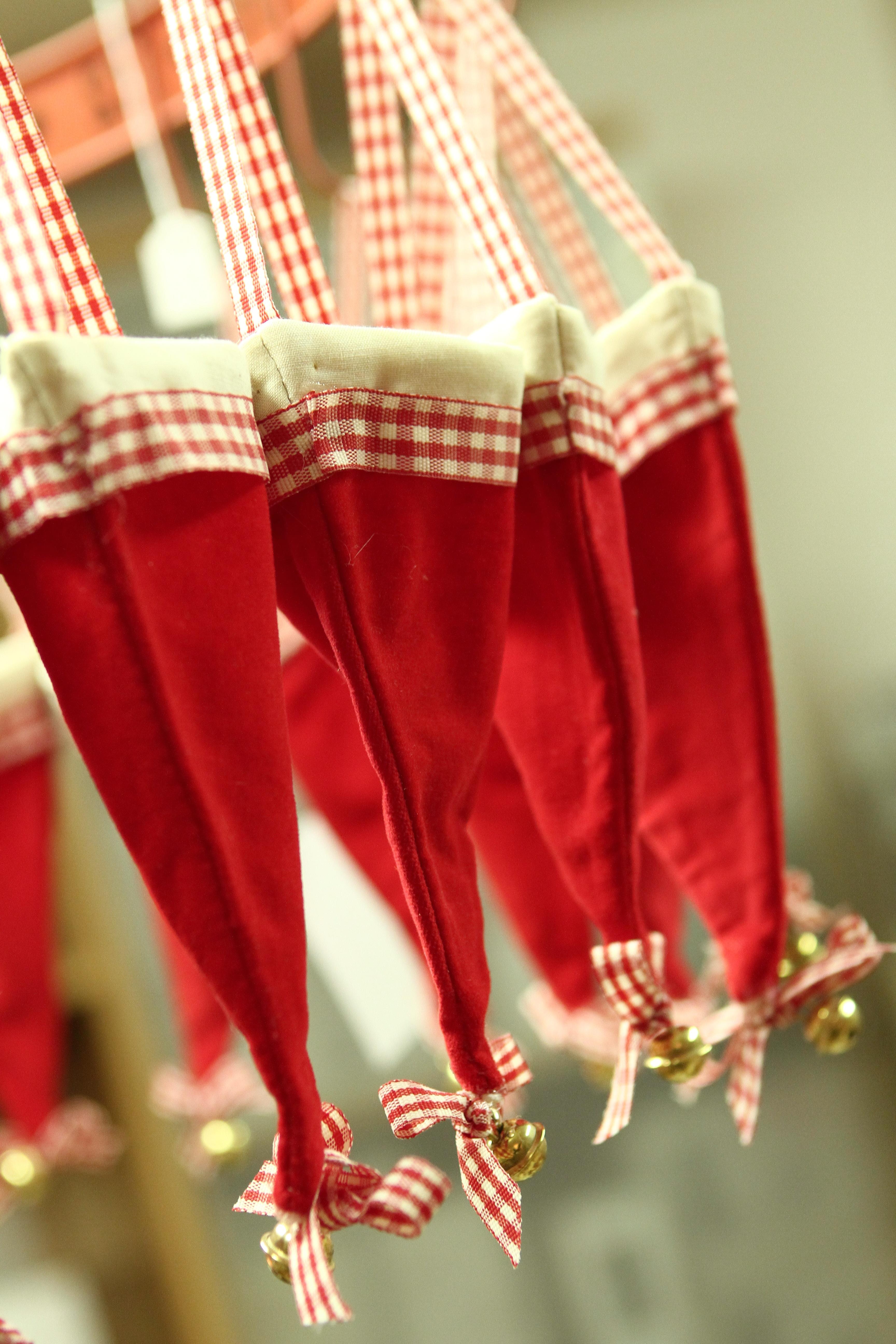 Adventskalender 24 Deko Mützen rot weiß mit Schelle zum Befüllen