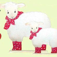 Holzdeko Schafe weiss rot weiss getupfte Socken Halstuch gross klein La Cassetta