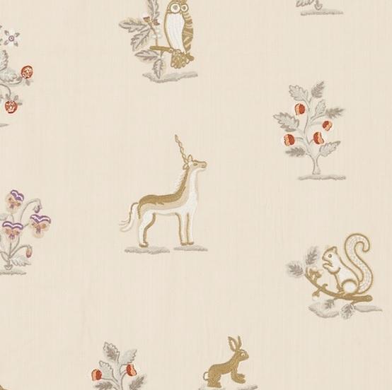 SANDERSON UK Meterstoff CLEMENCE vanilla silver Waldtiere Wildblumen bestickt La Cassetta 2