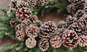 Dekokranz Tanne Zapfen Glitter Eis Winter Weihnachten groß 60cm La Cassetta 1