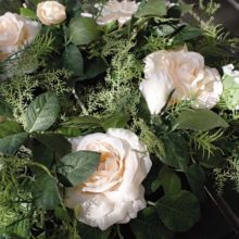 Dekokranz Rosen apricot Blätter grün La Cassetta Wien Online Shop