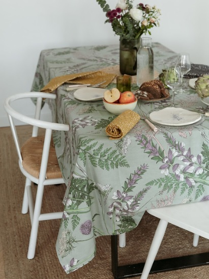 THEVENON Stoff ACANTHE fond vert lichen Blumen 2 Wildblumen Gräser mint lila La Cassetta Meterstoffe Online Shop